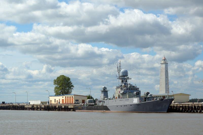 Navio de guerra moderno cinzento imagem de stock
