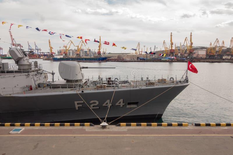Navio de guerra turco no porto de Odessa Forças militares da OTAN em Ucrânia odessa ucrânia 2019 03 06 fotografia de stock