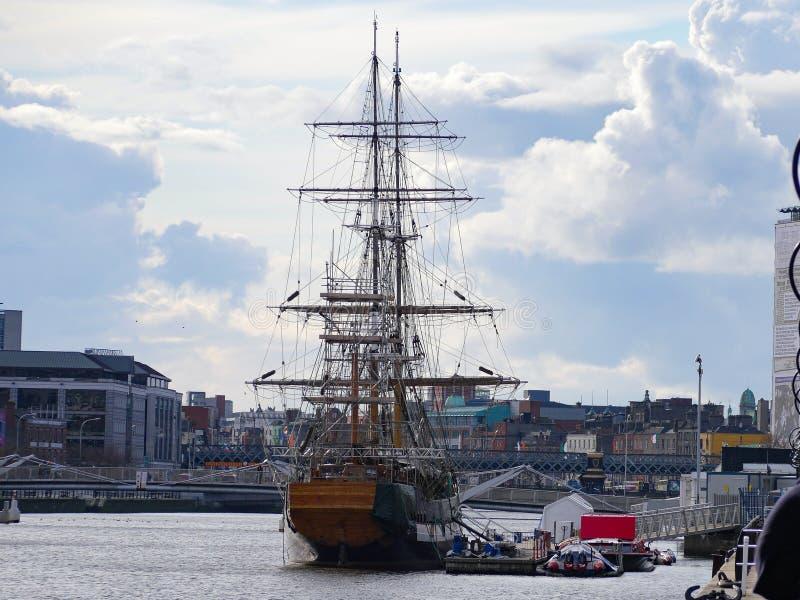 Navio de Jeanie Johnston Famine em Dublin, Irlanda imagens de stock royalty free