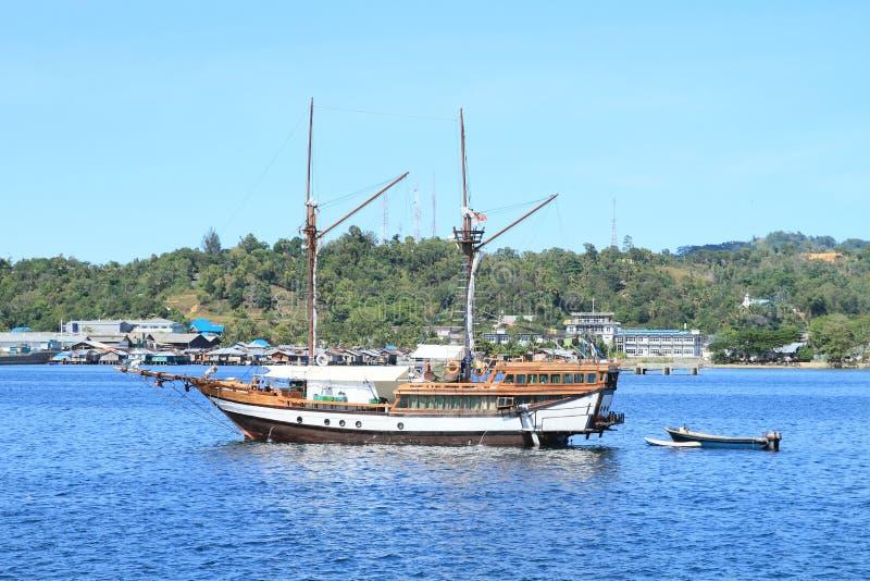Download Navio de madeira histórico foto de stock. Imagem de histórico - 65575398