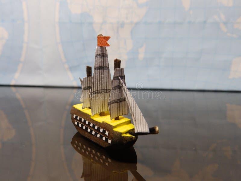 Navio de madeira minúsculo foto de stock royalty free