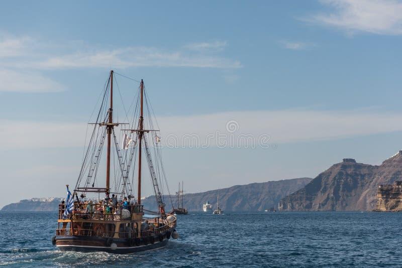 Navio de madeira no mar fotografia de stock