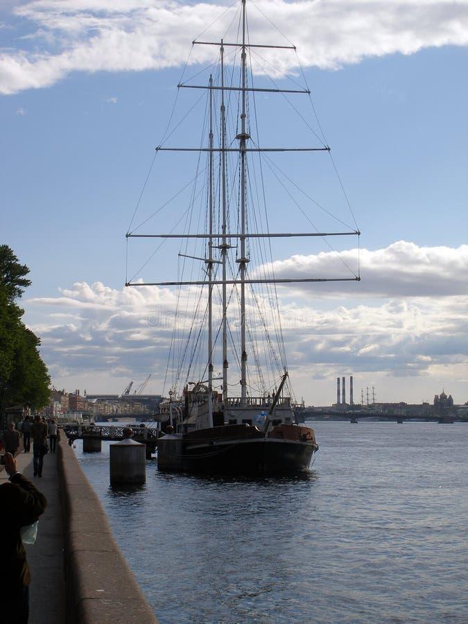 Navio de navigação antigo em St Petersburg imagens de stock