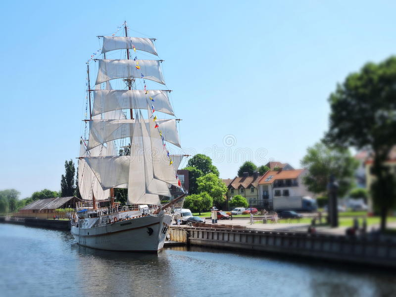 Navio de navigação, Lituânia foto de stock