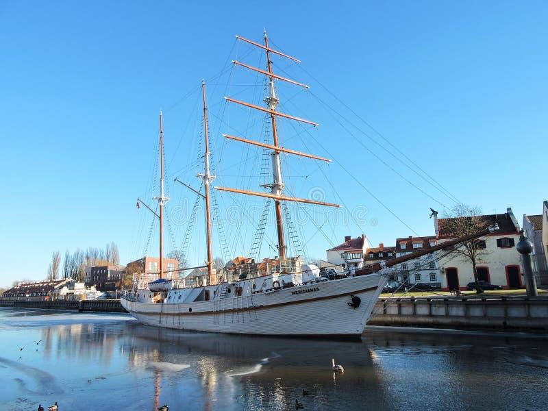 Navio de navigação, Lituânia imagens de stock