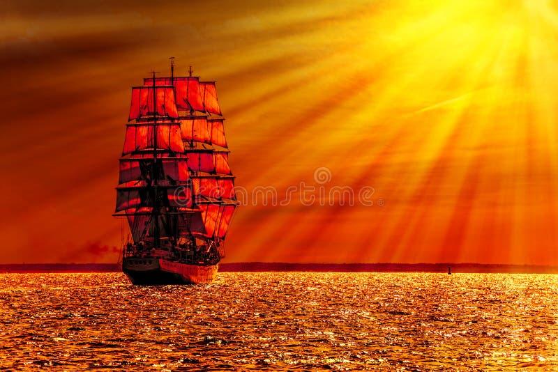 Navio de navigação no mar imagens de stock royalty free