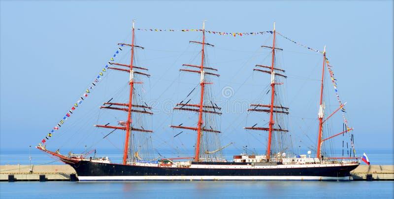 Navio de navigação Sedov no porto de Sochi imagem de stock