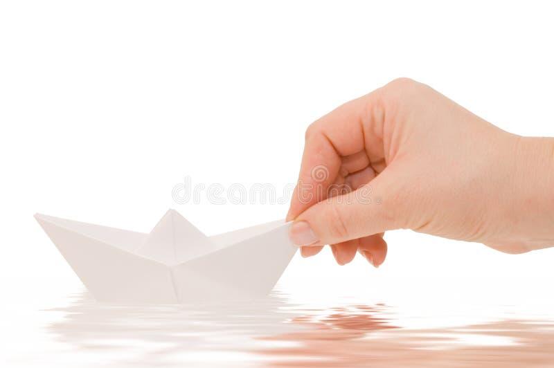 Navio de papel em uma mão fotos de stock royalty free