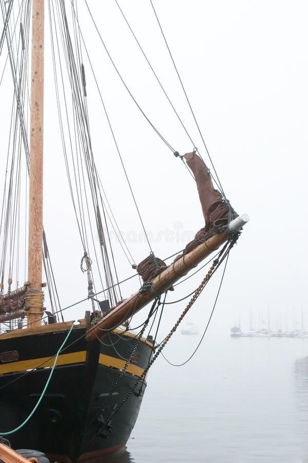 Navio de pirata na névoa fotografia de stock royalty free