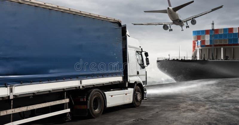Navio do caminhão, dos aviões e da carga pronto para começar entregar foto de stock royalty free