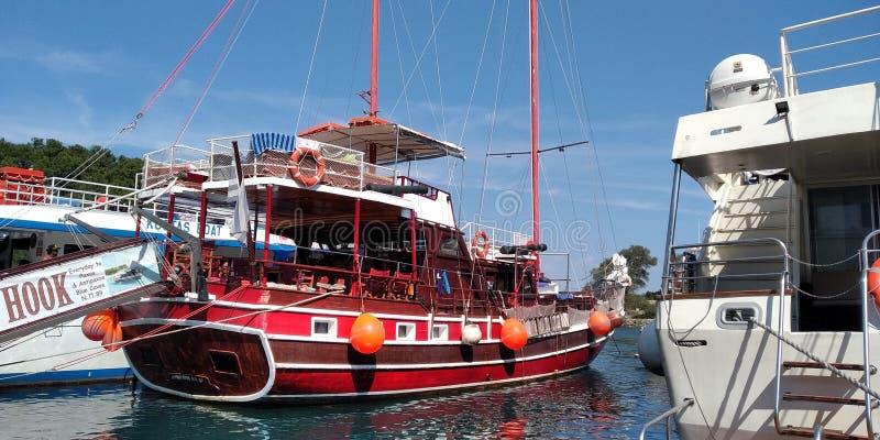 Navio do ` dos piratas em Grécia imagens de stock royalty free