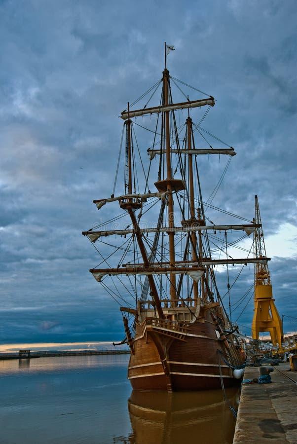Navio do espanhol em Spain portuário (expo 2010) fotos de stock royalty free