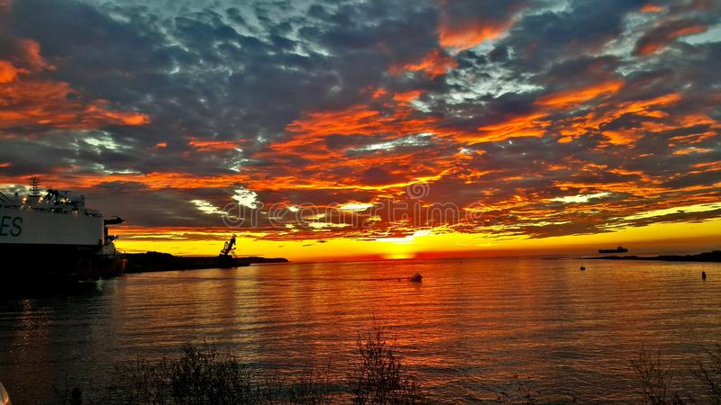 Navio do por do sol; & x29; foto de stock