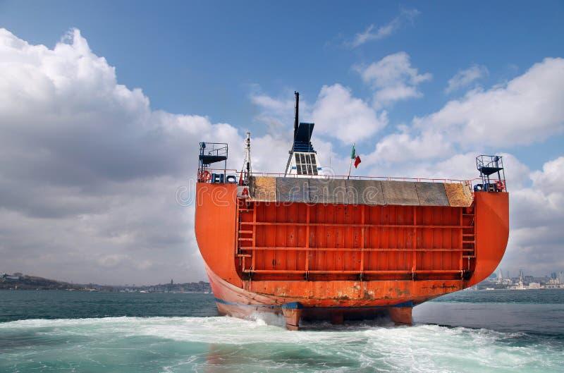 Navio industrial no mar de Bosphorus imagens de stock royalty free