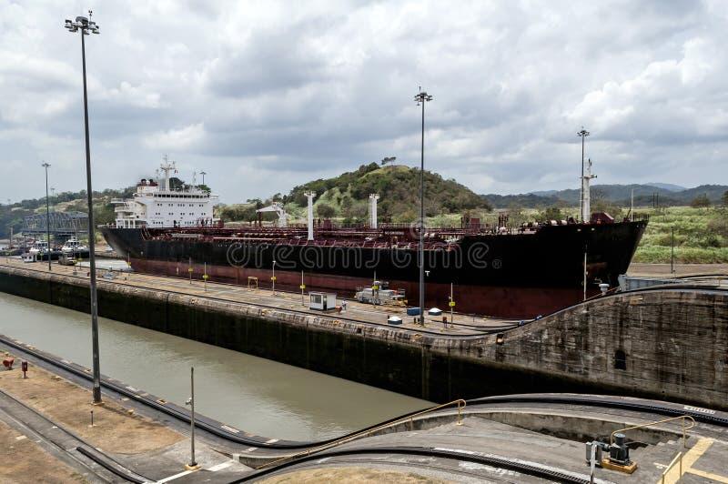 Navio no canal do Panamá imagens de stock royalty free