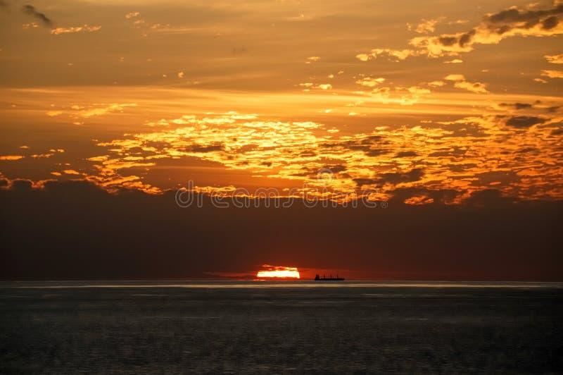 Download Navio no por do sol foto de stock. Imagem de embarcação - 12811158