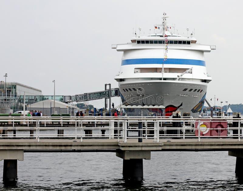 Navio no porto de Kiel imagens de stock