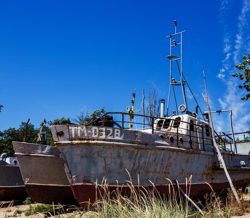 Navio oxidado abandonado fotografia de stock royalty free