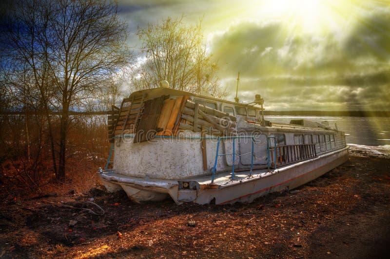 Navio oxidado abandonado foto de stock royalty free