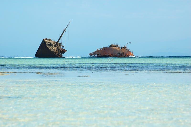 Navio oxidado encalhado funcionado imagens de stock royalty free