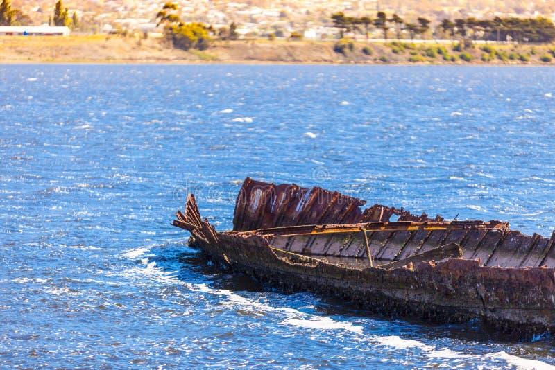 Navio quebrado no porto do ` s de Tasmânia imagens de stock