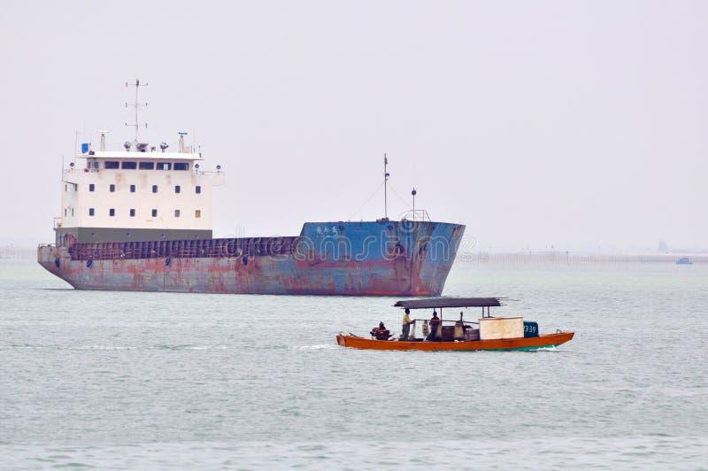 Navio reparado e barco de pesca imagem de stock