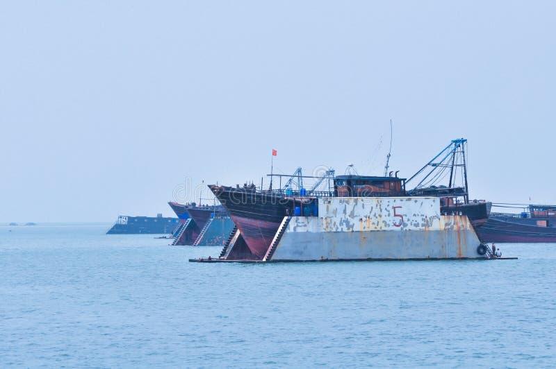 Navio reparado no mar imagem de stock