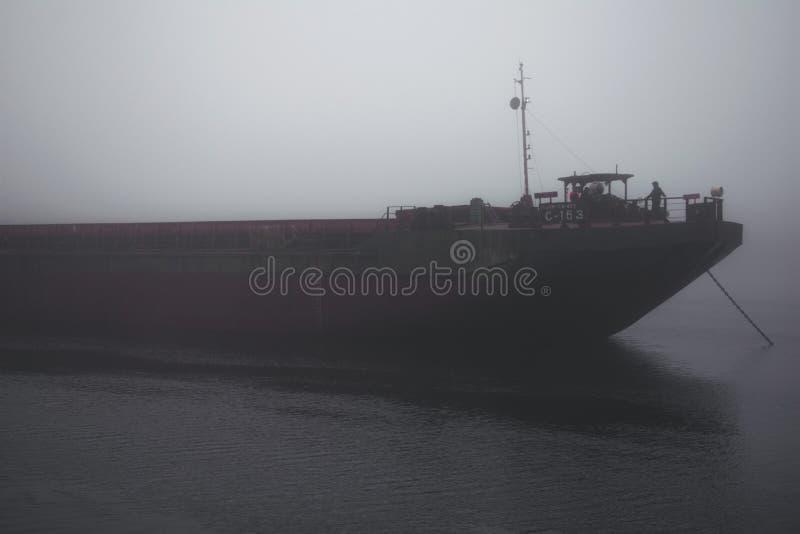 Navio só no mar fotografia de stock