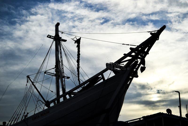 Navio tradicional de Indonésia do navio de Phinisi fotos de stock royalty free