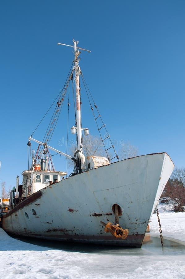 Navio velho no gelo. fotos de stock