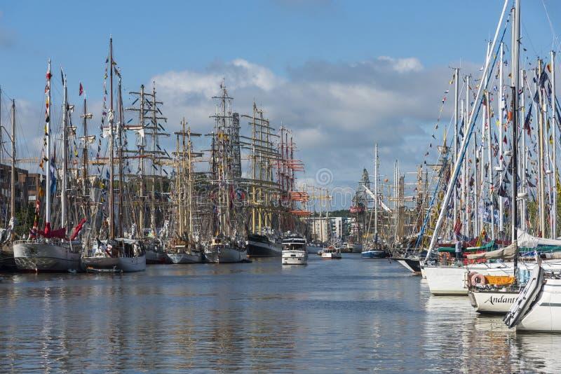 Navios altos amarrados em Turku imagem de stock