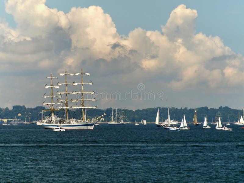 Navios altos que participam em uma raça em Gdynia POLAND imagem de stock