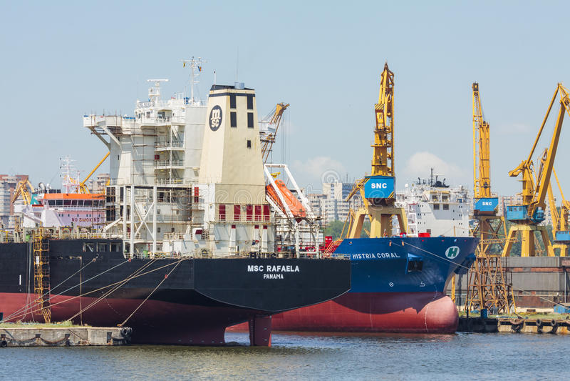 Navios de carga entrados da maioria fotografia de stock royalty free