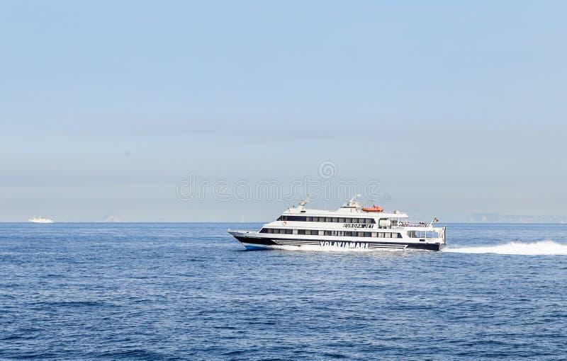 Navios de cruzeiros, baía de Nápoles, Sorrento fotografia de stock