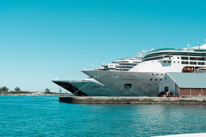 Navios de cruzeiros entrados no Bahamas, das caraíbas fotos de stock