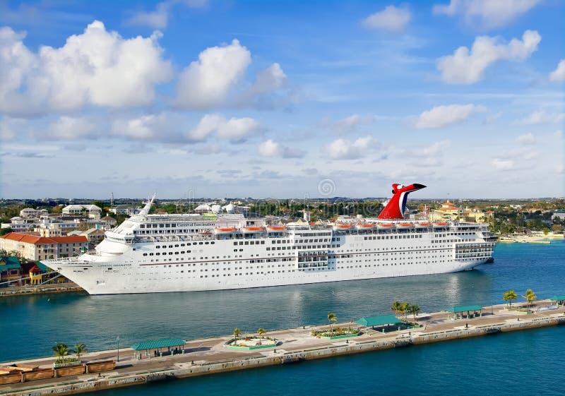 Navios de cruzeiros no porto imagens de stock royalty free