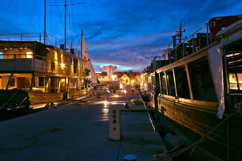 Navios de madeira velhos do porto de Vodice fotos de stock