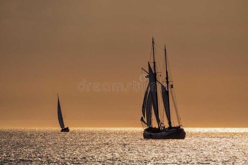 Navios de navigação no mar Báltico imagem de stock royalty free