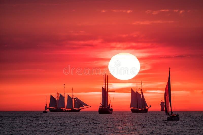 Navios de navigação no mar Báltico fotos de stock royalty free