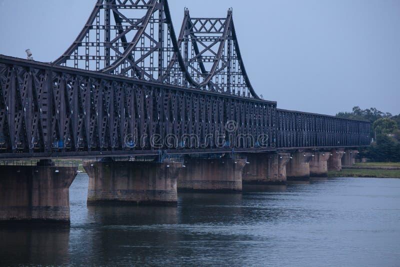 Navios do North Korean ao longo do Rio Yalu foto de stock royalty free