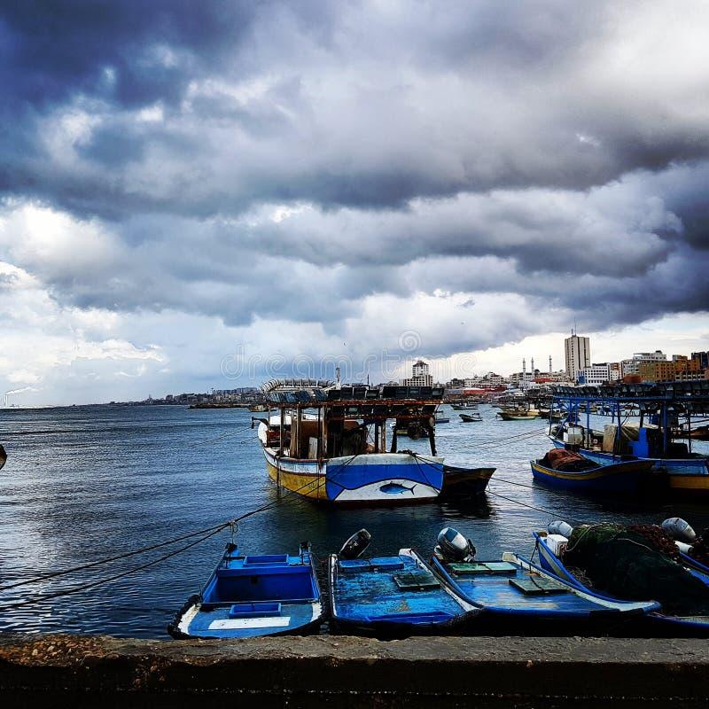 Navios e barcos no mar para pescar imagem de stock royalty free