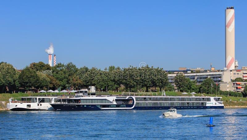 Navios no cais no Rhine River em Basileia, Suíça fotografia de stock royalty free