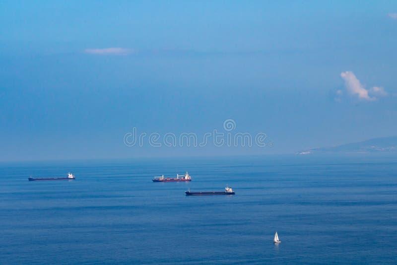 Navios no mar imagens de stock
