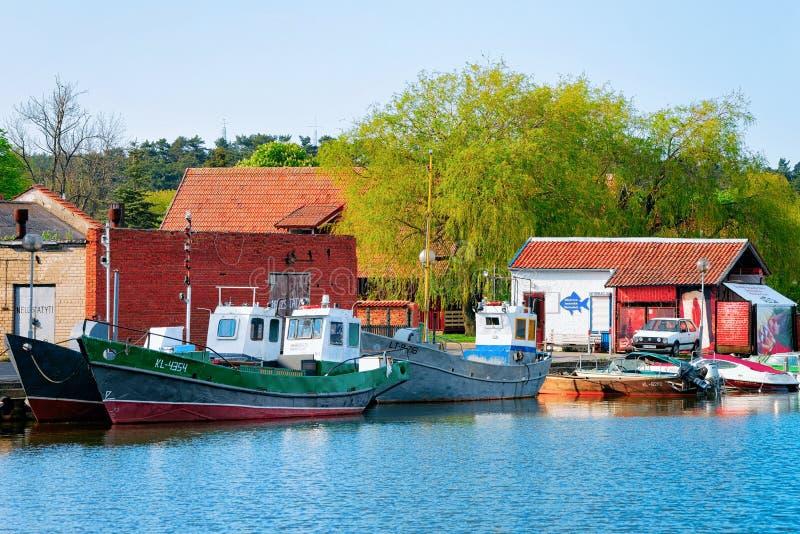 Navios no mar Báltico do recurso de Nida no cuspe de Curonian fotografia de stock