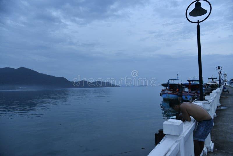 Navios no porto do ko Chang Thailand fotos de stock