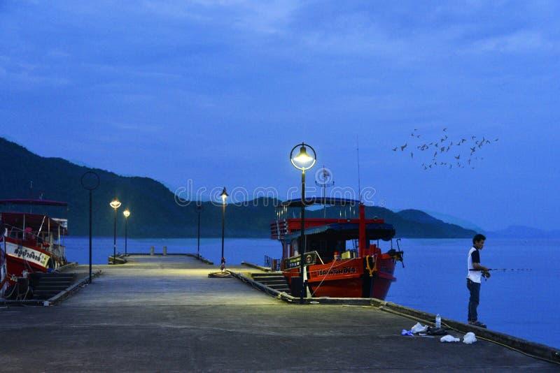 Navios no porto do ko Chang Thailand imagem de stock
