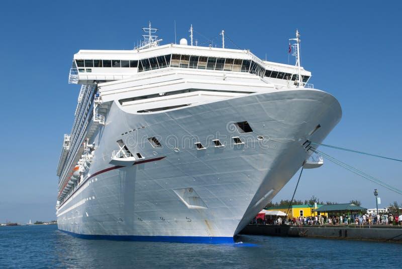 Navire de croisière à quai à Nassau photographie stock libre de droits