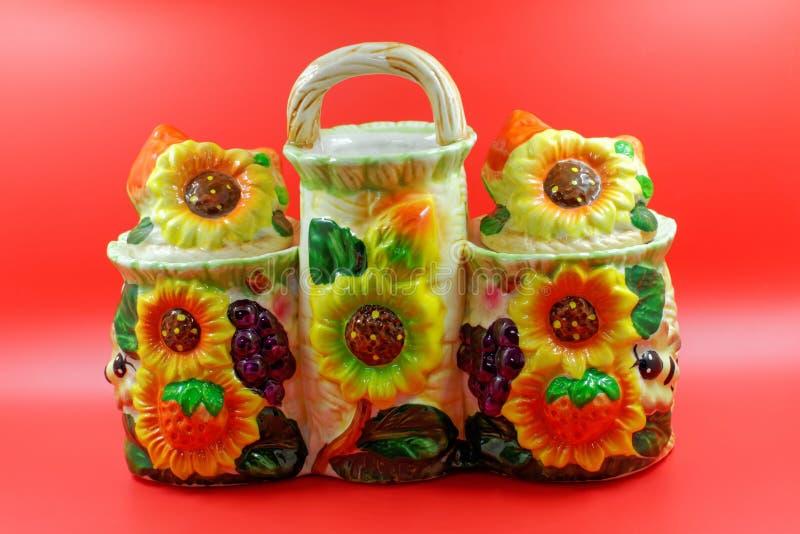 Navire en céramique décoratif pour des épices photographie stock libre de droits