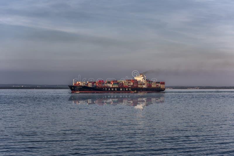 Navire marchand partant de la botanique de port, Sydney photo libre de droits