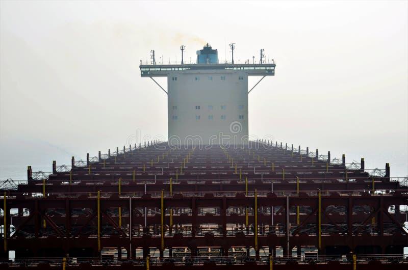 Navire porte-conteneurs sans cargaison image stock